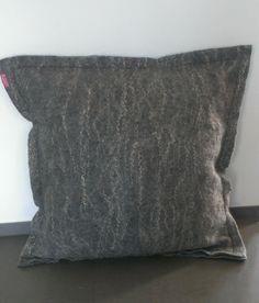 Nordic Cushion. Gotlandwool with linen. 65 x 65 cm.