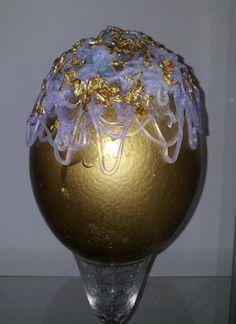 """""""Capelli dorati"""" - Uovo di struzzo realizzato con silicone e fogliai oro"""