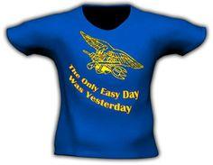 Camiseta en impresión directa. Distintas tallas. Colores: Negro, blanco, tan, verde oliva, azul royal, rojo y gris Precio: 19€