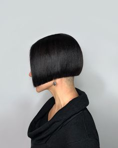 Image may contain: one or more people and closeup Shaved Bob, Shaved Hair Cuts, Shaved Nape, Short Bob Haircuts, Modern Haircuts, Short Hairstyles For Women, Trendy Hairstyles, One Length Bobs, Angled Bobs