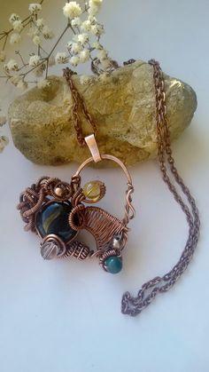 Pendentif coeur fil de cuivre avec des gemmes par Tangledworld