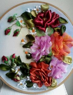 Rózsaindás csokor Ribbon Embroidery Tutorial, Silk Ribbon Embroidery, Embroidery Stitches, Embroidery Patterns, Hand Embroidery, Fake Flowers, Silk Flowers, Fabric Flowers, Ribbon Art