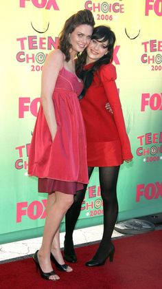 UNIVERSAL CITY, CA - AUGUST 20:  Actresses Emily Deschanel and Zooey Deschanel arrive at the 8th Annual Teen Choice Awards at the Gibson Amphitheatre on August 20, 2006 in Universal City, California.  (Photo by Frazer Harrison/Getty Images) *** Local Caption *** Emily Deschanel;Zoory Deschanel