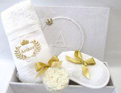 Caixa Relax para presentear padrinhos de batizado. <br>Possui bordado na tampa. <br>Inclui sabonete decorado +esponja + toalhinha bordada <br> <br>Tamanho 24x17x6