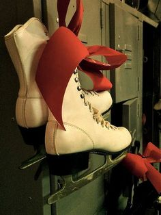 Love these vintage ice skates!