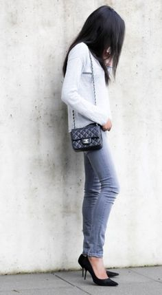 Minimalist Outfit: Grey & Black Grey Maison Scotch Jeans All grey outfit Chanel mini flap outfit
