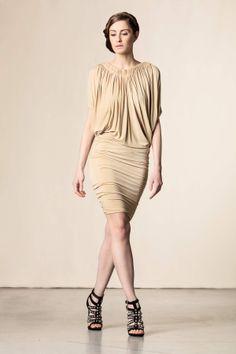 Vestito con drappeggio beige. #fashion #pleinsudjeanius #perfectdress #shoponline
