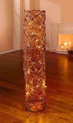 wunderschönes dekoratives Lichtobjekt aus verflochterner Weide u. einer Lichterkette