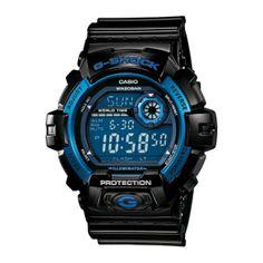 Montre G-Shock avec une dominance de bleue, parfaite couleur pour ce style.