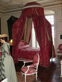 Le lit à baldaquins de la chambre du Roi.