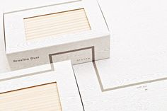 The new GMUND Urban paper collection is an homage to all big cities around the world: warm, dusty colours nestle up against surfaces of cement, wood and graph paper.    We consider this work tool an invitation to the recipient to design his own personal urbanity; to continue the line, pursue perspectives and connections – or choose to have it end abruptly.  #gmund #paperux #design #elegant #paper