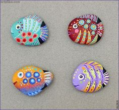 Painted Rocks Fish Looks Like The Fish In The Book Only One You 25 Best Fish Painted Rocks Ideas Rock Crafts Stone Crafts Rock 67 Awesome And Cute Rock Painting…Read more of Painted Rocks Fish Rock Painting Patterns, Rock Painting Ideas Easy, Rock Painting Designs, Painting For Kids, Diy Painting, Painting Tutorials, Painted Rock Animals, Painted Rocks Craft, Hand Painted Rocks