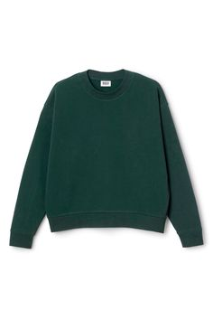 The Huge Solid Sweater is made from a soft cotton-blend and has an oversized and slightly croppedfit. It has asimple round neck and long sleeves with gathering ribs. - Size Small measures 136 cm in chest circumference and 59 cm in front length. The sleeve length is 55 cm.