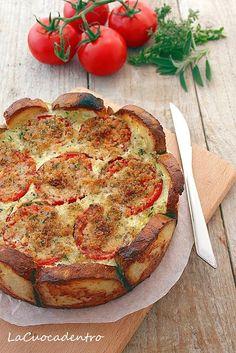 Torta salata di pane, zucchine e pomodori - La Cuoca Dentro