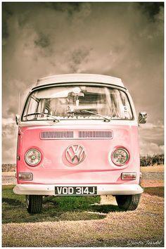 Rose Toujours / Pretty in pink! beautiful VW kombi i'd love a volkswagen combi van in my life Volkswagen Bus, Volkswagen Transporter, Vw T1, Vw Kombi Van, Volkswagen Beetles, Vans Vw, Vw Camper Vans, Pink Love, Pretty In Pink