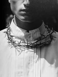 Necklace of thorns in Givenchy Men Fall 2010 catwalk