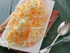 Suroviny na Kapustový šalát s tatárskou pani Mirky:1 menšiu kapustu bielu, 4 väčšie mrkvičky, 1 mrazenú kukuricu; 4 lyžice olivového oleja, vegetu na dochu Cabbage, Vegetables, Cooking, Food, Kitchen, Essen, Cabbages, Vegetable Recipes, Meals