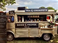 It is important to stand out! This food truck decided to sell tea & crumpets. Food Trucks, Hy Citroen, Mein Café, Tea And Crumpets, Food Vans, Meals On Wheels, Mini Camper, Coffee Truck, Cafe Restaurant