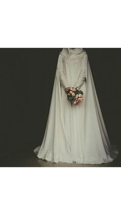 Wedding Abaya, Muslim Wedding Gown, Malay Wedding Dress, Wedding Hijab Styles, Muslimah Wedding Dress, Disney Wedding Dresses, Hijab Bride, Cute Wedding Dress, Pakistani Wedding Dresses