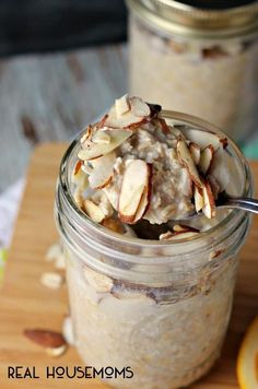 Four Kitchen Decorating Suggestions Which Can Be Cheap And Simple To Carry Out Vanilla Almond Overnight Oats Are The Easy Way To Make Sure You Grab A Healthy And Delicious Breakfast In The Morning Brunch Recipes, Breakfast Recipes, Breakfast Sandwiches, Breakfast Desayunos, Overnight Breakfast, Healthy Overnight Oats, Overnight Oats In A Jar, Mexican Breakfast, Breakfast Cookies