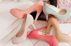 Los tacones color pastel coordinan perfecto con cualquier outfit y lo hacen destacar