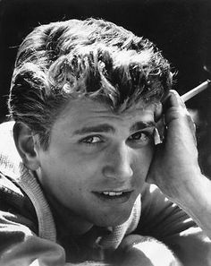 Michael-Landon-RARE-PORTRAIT-YOUNG-GORGEOUS <<< Young and gorgeous indeed.