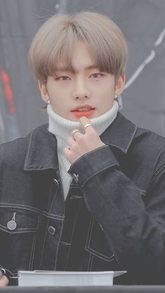 Thank You Woojin! Boys Long Hairstyles, Funky Hairstyles, Trendy Haircuts, Formal Hairstyles, Felix Stray Kids, Jolie Photo, Korean Men, Lee Know, Asian Boys