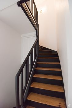 Renovation of an Art & Deco house from the in Versailles Versailles, Staircase Makeover, Wooden Stairs, Art Deco Home, Stair Storage, House Stairs, Flooring Options, Home Staging, Tile Design