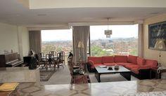 Espectacular apartamento PH, duplex, tiene un área de 678 M2, 7 terrazas para un total de 100 M2, 4 habitaciones, 7 baños, cuarto y baño del servicio, sala, comedor, cocina grande y moderna, zona de lavandería, sala de televisión, sala de juntas, estudio abierto, bar, biblioteca, linda vista a la ciudad, calentador de paso, 3 garajes independientes. Mas información y fotos en: http://www.clasinmuebles.com/properties/bogota/hermoso-apartamento-en-chico-507.html