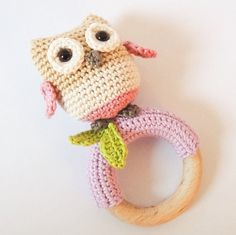 I wanted to make a cute, happy and sweet bird. These little owls look exactly how I imagined them to be. The leaves on the ring make it complete and