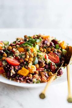 Moroccan Salad with Quinoa and Chickpeas - Sunkissed Kitchen Jamie Oliver, Vegetarian Recipes, Cooking Recipes, Healthy Recipes, Cooking Tips, Quinoa Chickpea Salad, Crispy Quinoa, Quinoa Bowl, Moroccan Salad