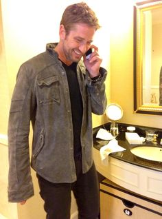 Gerard Butler doing a phone interview to promote OHF. Wonder is Gerry really on facebook now ..just saw this pic there .. and twitter too .. oh my .. sure he has someone doing that for him but good promo