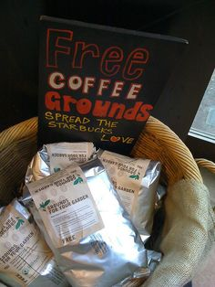 Don't throw out those used coffee grounds: Your plants need 'em. Used coffee grounds are rich in nitrogen, which is one of the three main nutrient components in any successful fertilizer. Uses For Coffee Grounds, Coffee Uses, Serious Eats, Coffee Drinkers, Peeling, Summer Garden, Diy Organization, Fun To Be One, Coffee Shop