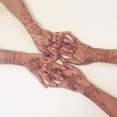 I need mooore #henna Another picture from collaboration with my henna friend @fyoklamehndi  #рисоватьдругдруга #hennahands
