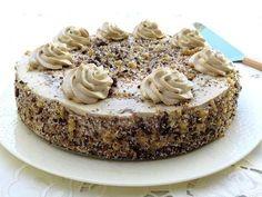 חגיגית ומרשימה – עוגת אגוזים וקרם מוקה משגעת שאי אפשר להפסיק ליישר