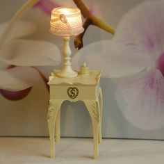 Sindy Bedside Table and Lamp HAVE
