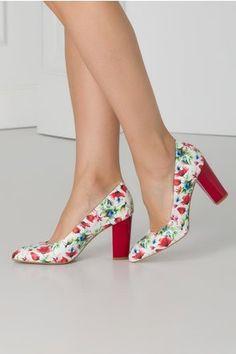 Pantofi albi cu imprimeuri florale si toc rosu Pumps, Heels, Floral, Fashion, Heel, Moda, Fashion Styles, Pumps Heels, Flowers
