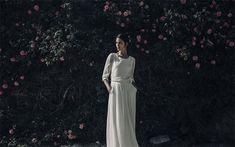Robes de mariée - Laure de Sagazan - Collection 2017   Modèle :  Robe Baudelaire & peigne Mimoki x LdeS   Photographe : Laurent Nivalle   Donne-moi ta main - Blog mariage