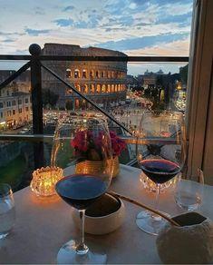 Wine Drinks, Alcoholic Drinks, Bar Drinks, Beverages, White Wine, Red Wine, Growing Blackberries, Night Aesthetic, Travel Aesthetic
