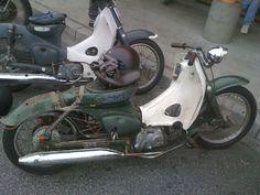 Ratty but sooooo nice! Honda Cub, C90 Honda, Cubs Pictures, Moped Bike, Brat Motorcycle, Custom Moped, Triumph Bobber, Retro Bike, Cool Motorcycles