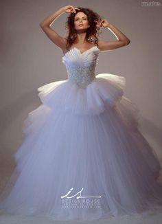 #gown #couturedesign #fashion #couturegowns #bridalstyle #couturefashion #fallwinter #fashiongram #couture #designer #wedding #designers #dress #bridal #couturegown #weddingdress #fallwinter2016 #bridalgowns #eliesaab #bridaldresses #fashionmagazine #bridalgown #bridaldress #gowns #couturedress #2016 #fashionblogger #bridalfashion #dressesExtravagantné+svadobné+šaty+z+dielne+IS+Design+House