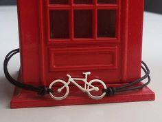 He encontrado este interesante anuncio de Etsy en https://www.etsy.com/es/listing/545822358/pulsera-bici-mountain-bike-joyas