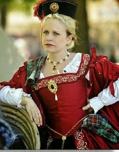 Red Tudor gown w/celtic embroidery