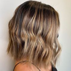 Bob hairstyles are easy to pull off as they are customizable. Like for thick hair, choppy ends create a more textured look and lighter feel. This, plus more other shoulder-length hairstyle ideas, can be found here! #shoulderlengthhairstyle #shoulderlengthhair Choppy Hair, Choppy Bob Hairstyles, Easy Hairstyles, Straight Hairstyles, Hairstyle Ideas, Haircuts, Hair Ideas, Triangle Hair, Haircut For Thick Hair