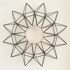 Himmeli clock idea Diy Interior Accessories, Hobbies And Crafts, Diy And Crafts, Straw Sculpture, Straw Art, Flag Garland, Parol, Mobiles, Indoor Outdoor Furniture
