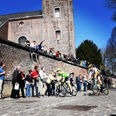 First section of cobbles at #TourofFlanders. #RVV