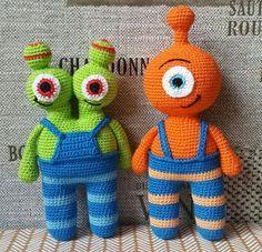 Free crochet alien amigurumi pattern