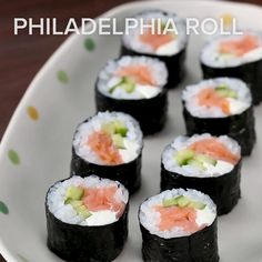 Philadelphia Roll Recipe by Tasty - Sushi Casero 2020 California Roll Recipes, California Roll Sushi, California Rolls, Smoked Salmon Sushi, Salmon Food, Seasoned Rice Recipes, Sushi Roll Recipes, Sweets, Asian Food Recipes
