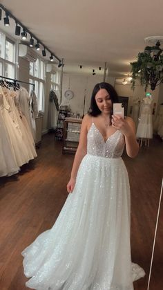 Sparkle Wedding, Wedding Bells, Wedding Day, V Neck Wedding Dress, Wedding Dresses, Fashion Hacks, Bridal Beauty, Wedding Photos, Tulle