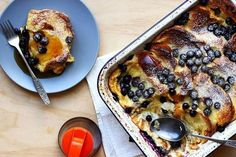 A totally delish and decadent breakfast, where you do all the work the night before. A totally delish and decadent breakfast, where you do all the work the night before. Overnight Blueberry French Toast, Blueberry Breakfast, French Toast Bake, Sweet Recipes, Yummy Recipes, Kid Recipes, Healthy Recipes, Breakfast Recipes, Breakfast Options